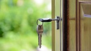 invest in real estate with no money keys in front door